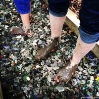 Oui, dans le sentier pieds nus, on marche même sur du verre ;-)
